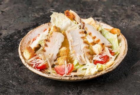 Салат а-ля Цезарь с курицей большая порция