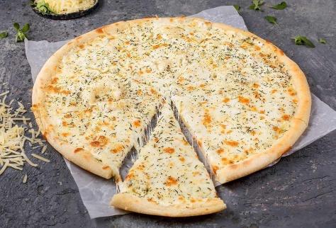 Пять сыров на традиционном тесте